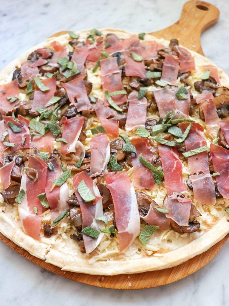 prosciutto mushroom pizza