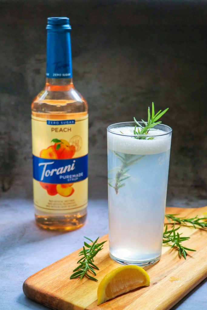 low carb gin cocktails: rosemary peach gin fizz
