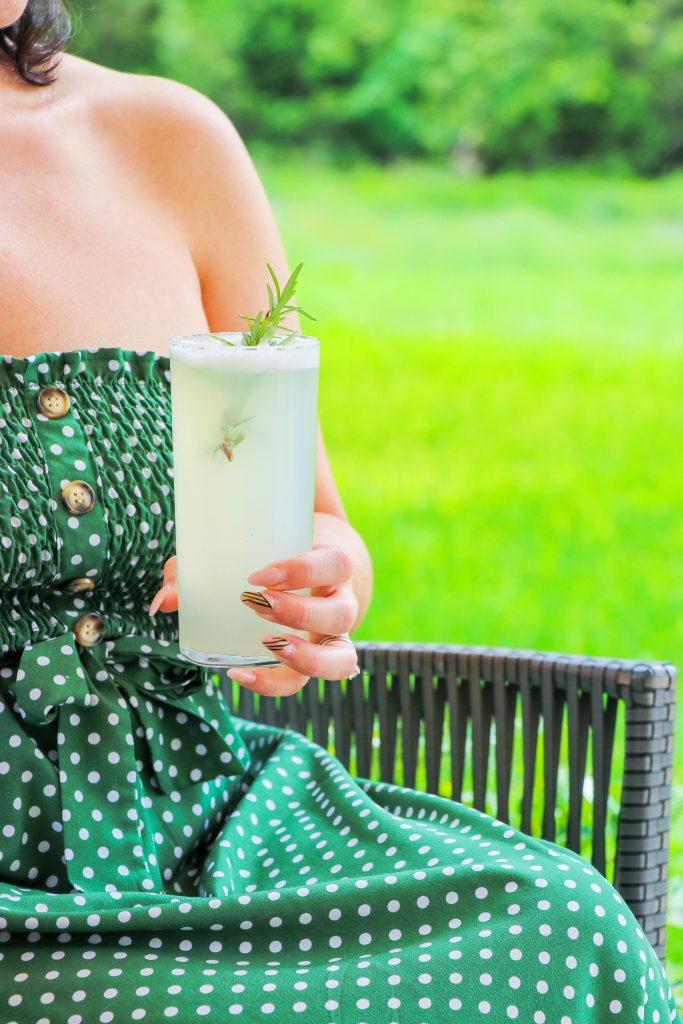 rosemary cocktails: Low Carb Peach and Rosemary Gin Fizz