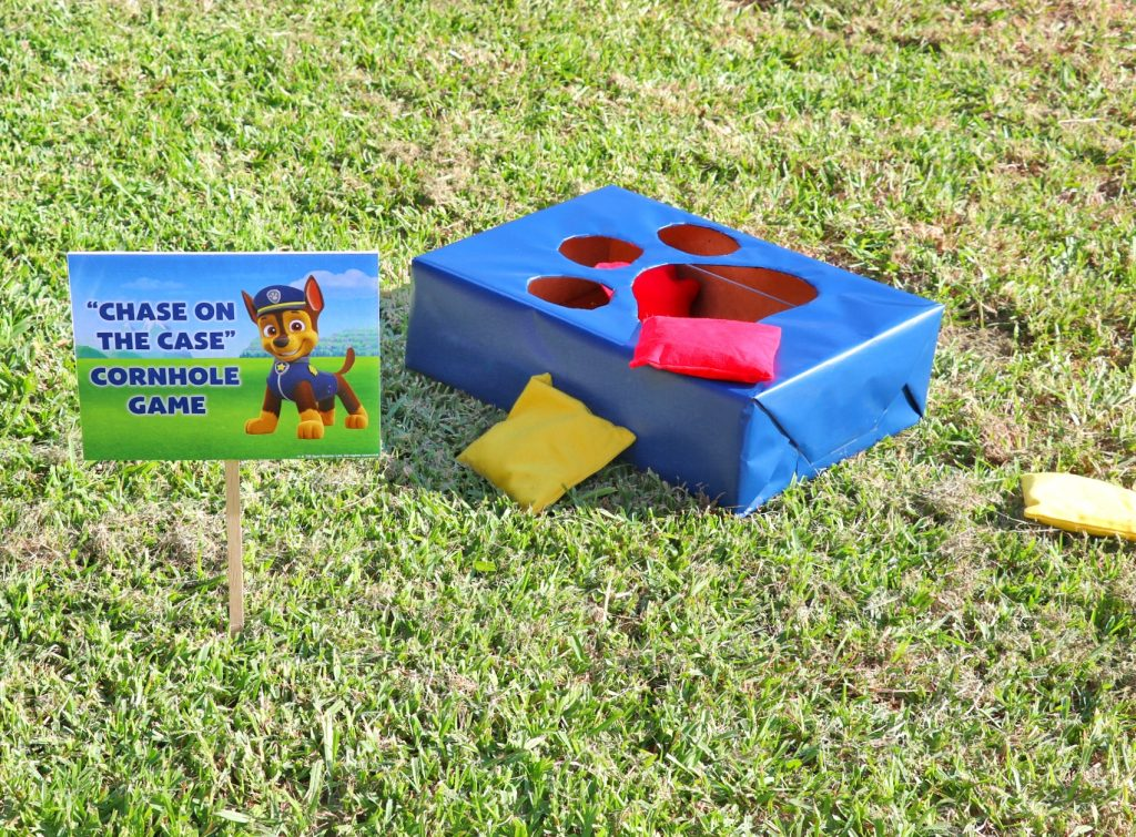 """PAW Patrol party games: """"Chase on the Case"""" Cornhole Game"""