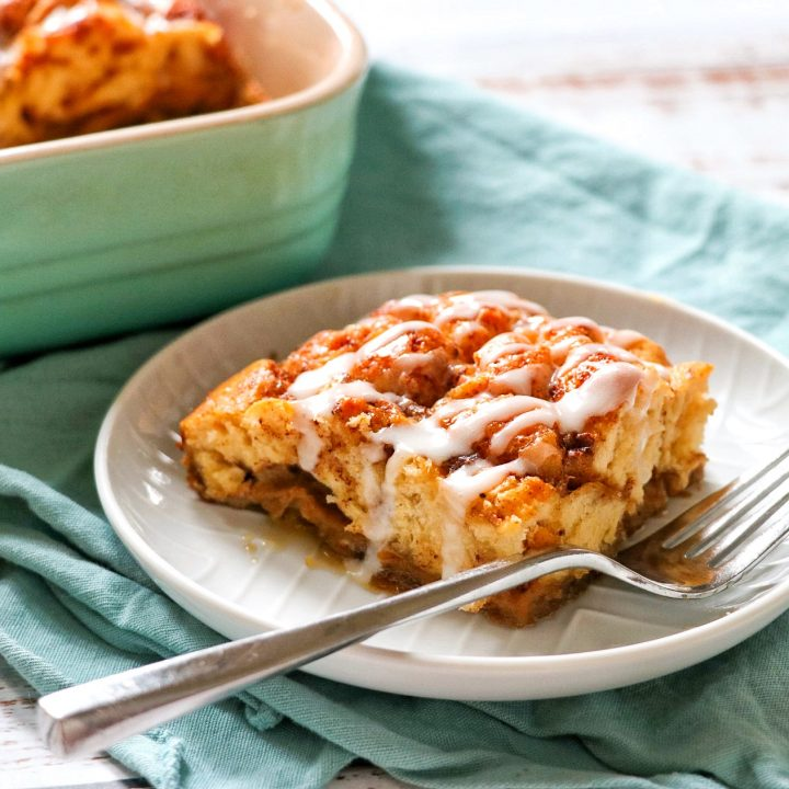 Cinnamon Roll Breakfast Casserole (quick and easy cinnamon roll bake)