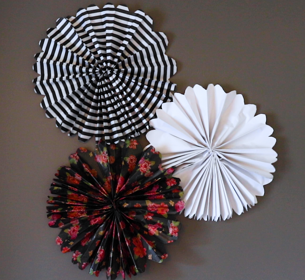 DIY Paper Fan Decorations. DIY Paper Rosettes instructions (how to make paper rosettes)
